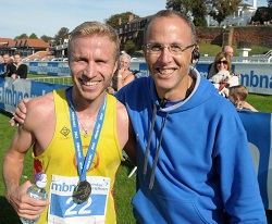 Organiser Chris Hulse with race winner Marius Ionescu | 2013 MBNA Chester Marathon