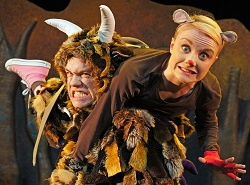 L-R Owen Guerin (Gruffalo), Josie Cerise (Mouse) | photo credit: Tall Stories
