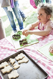 Sweets for Everybody - a Child Baking Coockies | Foodies Festival