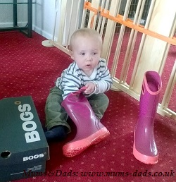 Baby unpacking BOGS wellies boots