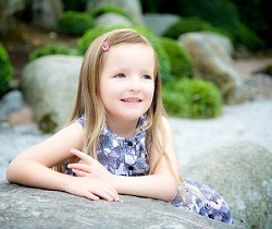 Portrait of smiling girl | Julie Harris Photography