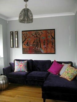 Wood, dark purple and grey living room | Decorative ideas from Nest Interior Design